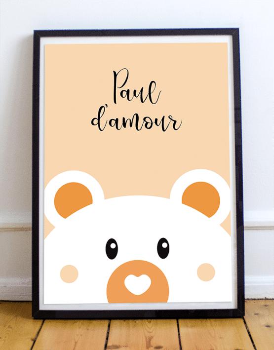 Personnalisez votre poster ours en ajoutant le prénom de votre enfant et en choisissant la couleur de votre affiche illustrée. Voici un exemple d'un poster ours sur fond orange avec le message Paul d'amour.