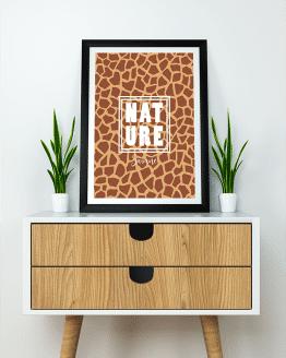 Poster mural texte nature sur le thème de la savane. Pour votre décoration murale de votre salon, optez pour une décoration tropicale avec cette affiche.