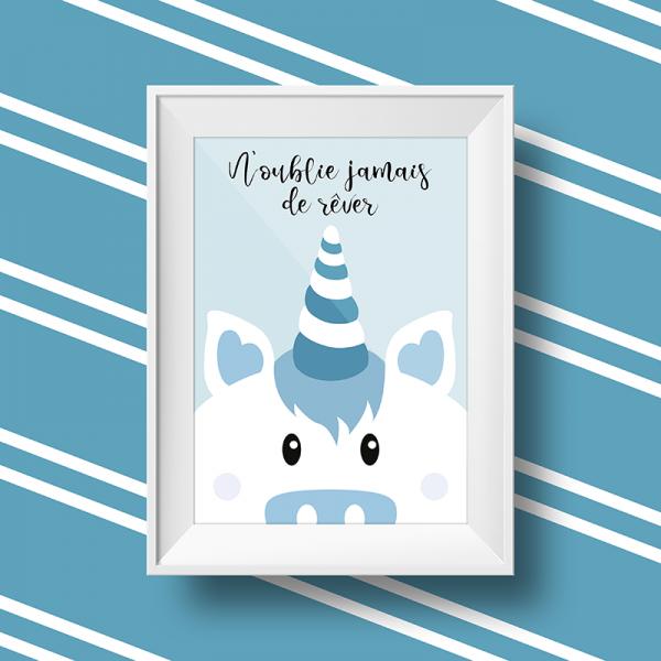 Affiche licorne personnalisée avec le message n'oublie jamais de rêver sur fond bleu